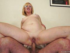 большие сиськи женщина большой грудью
